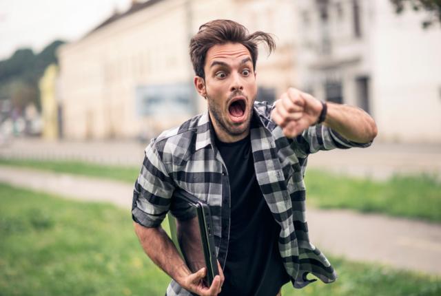 デートに遅刻する男性の心理