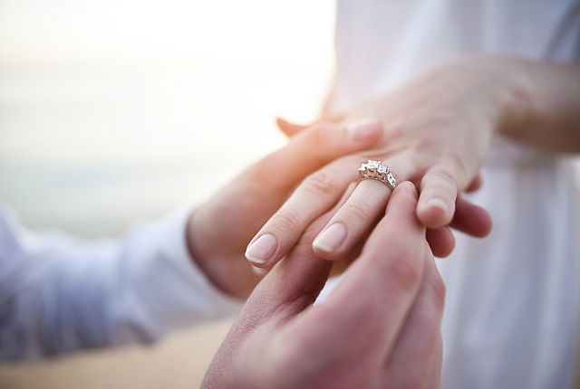 皆が結婚を決めるタイミングとは?